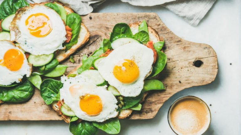 فوائد البيض الصحية وعلاقته بالكوليسترول