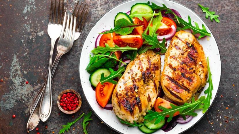 وجبة بعد التمرين – متى تتناولها, وماذا تأكل بعد التدريب